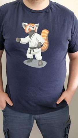 Panda roux en judogi de judo